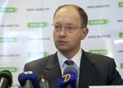 Яценюк вимагає від влади відчепитися від Тимошенко