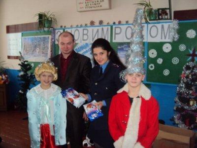 Міліціонери привезли знедоленим дітям подарунки