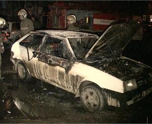 Чоловік загадково згорів у власному авто. Під ранок