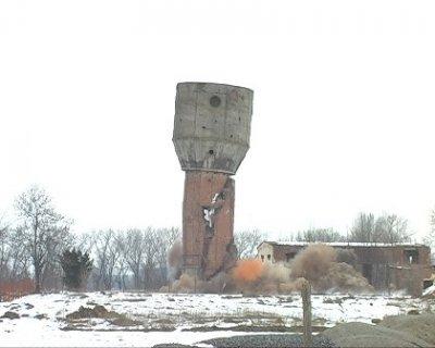 У Бердичеві підірвали стару башту. ФОТО