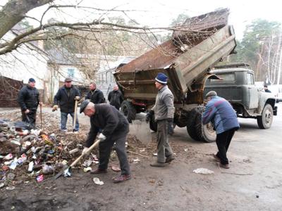 Мерія погнала працівників культури на сміття