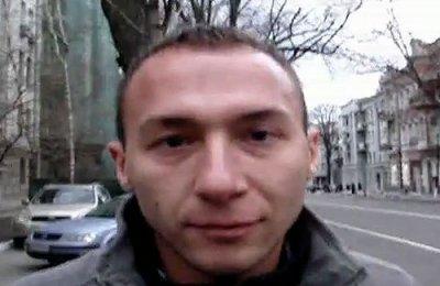"""Людина-""""ніхто"""" забороняє знімати Януковича. ВІДЕО"""