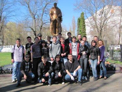 Студенти прибрали військове кладовище на Смолянці