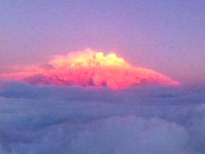 Аргентинский курортный город накрыло пеплом от чилийского вулкана (ВИДЕО)