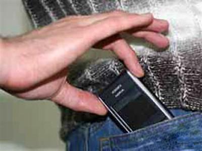 Знову крадуть мобільні телефони
