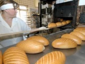 Хліб, всупереч обіцянкам Азарова, подорожчав