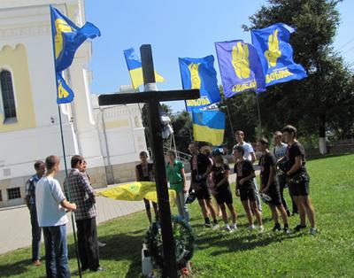 Житомирські свободівці із учасниками дитячого вело марафону вшанували пам'ять місцевих героїв