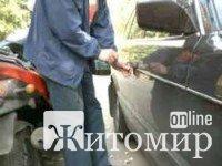 У жителя Житомирського району викрали авто, яке він залишив біля будинку