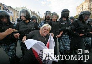На Крещатике «Беркут» дерется с фанами Тимошенко