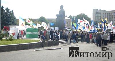 Житомиряни вимагають у Рижука відправити мера у відставку