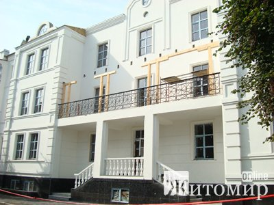 На Михайлівській прибрали паркан, який огороджував будівництво музичної школи