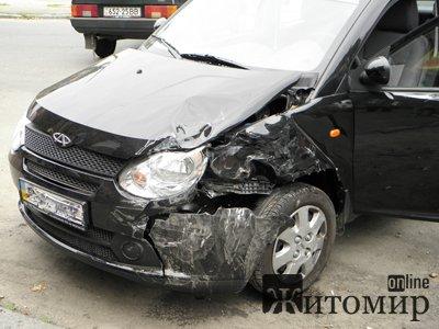 Аварія. Дві жінки-водійки не розминулися на перехресті. Фото