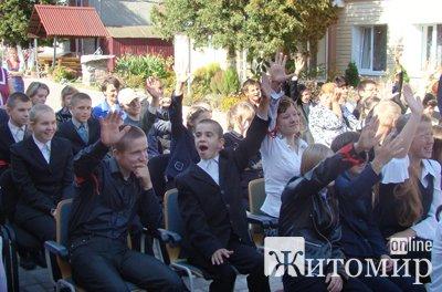 Інспектори патрульної служби подарували свято вихованцям Коростишівської школи-інтернату