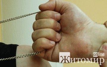 Від рук грабіжників страждають молоді дівчата