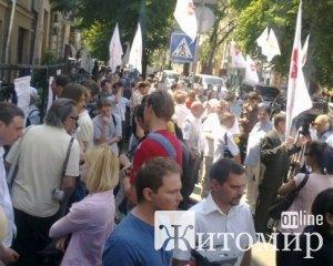 Прихильники Тимошенко штурмують подвір'я Печерського райсуду