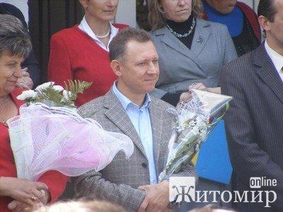 Сергій Мірошніков від «Фронту Змін» подарував комп'ютер Житомирському ліцею та привітав викладачів і студентів з Днем вчителя