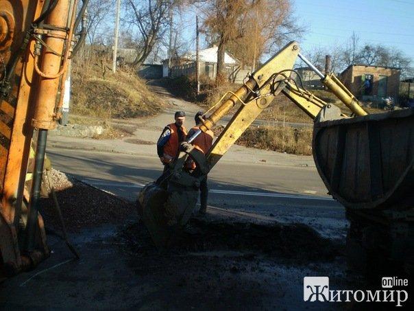 В Житомирі прорвало водогінну трубу. ФОТО