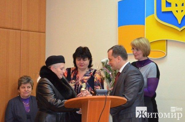 В Житомирі 11 жінкам  присвоєно почесне звання «Мати-героїня»