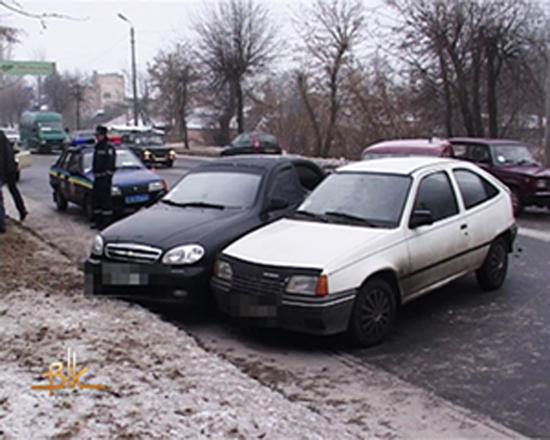 На слизькій дорозі в Бердичеві трапилось потрійне ДТП. ФОТО