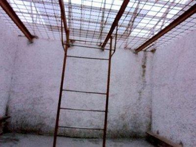 """Bild опубликовал фото камеры Тимошенко: """"Стены покрыты плесенью, влажно, холодно"""" (ФОТО)"""