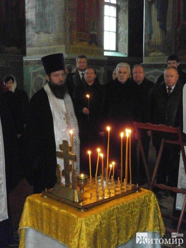 Сьогодні за участі  Володимира Литвина в Новоград-Волинському пройшла панахида за загиблими заробітчанами