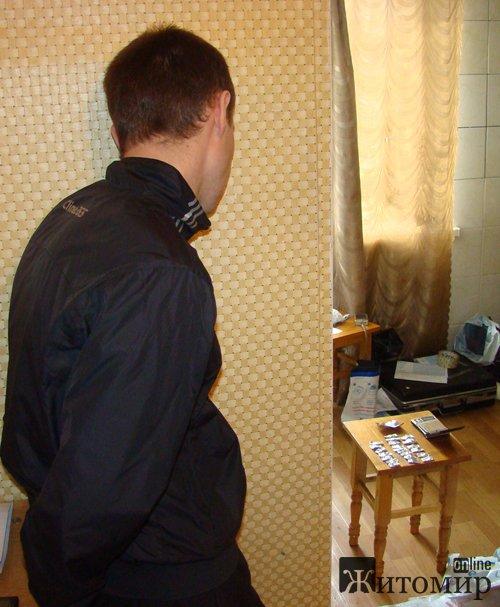 У Житомирі затримали 26-річного парубка, який синтезував амфетамін у власній квартирі.ФОТО