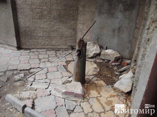 В Житомирі в будинку порив води не ліквідовували три дні. ФОТО
