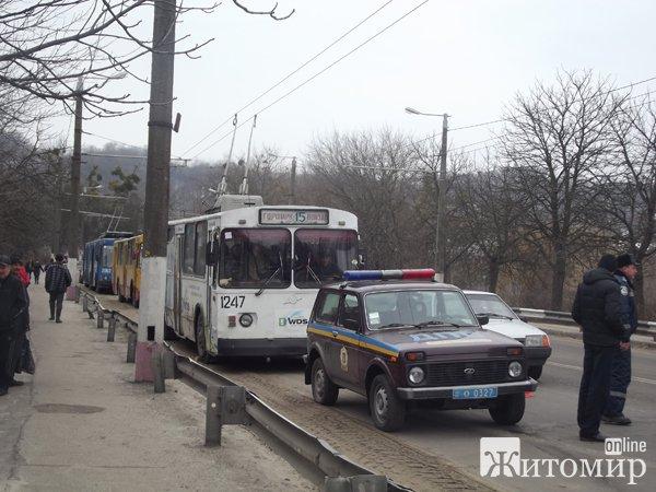 В Житомирі перекинувся мікроавтобус. ФОТО