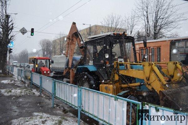 Житомирські комунальники розпочали загальноміське прибирання. ФОТО