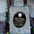З могили батьків Гітлера зняли надгробок. ФОТО