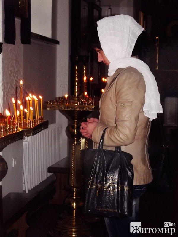 Чистий четвер: житомиряни очищують душу в храмах. ФОТО