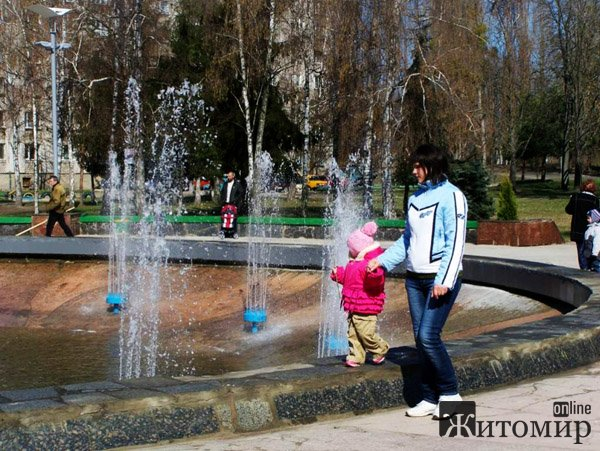 У Житомирі на Польовій відновили роботу фонтану «Космонавт». ФОТО