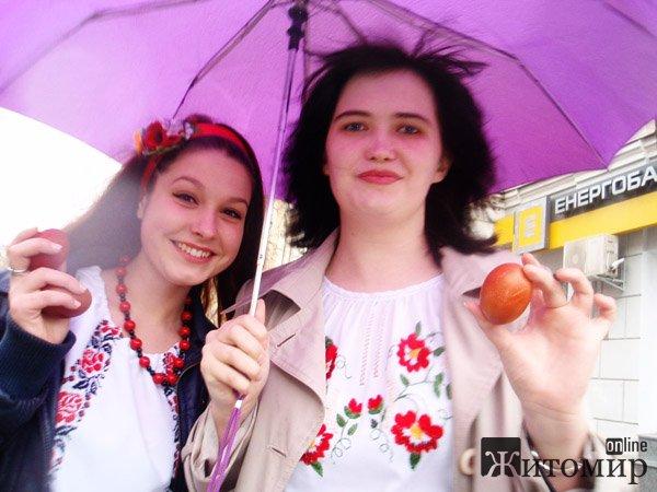 Житомиряни відсвяткували Великдень у вишиванках. ФОТО