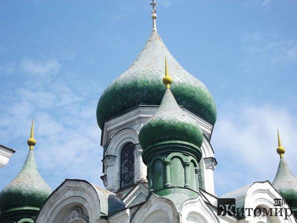 Хресто - Воздвиженську церкву реконструюють до Дня міста. ФОТО