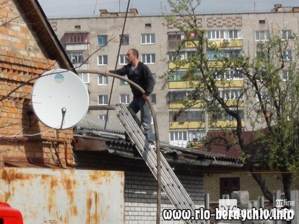Чергова пожежа в Бердичеві: згорів бар та ритуальне бюро. ФОТО. ВІДЕО