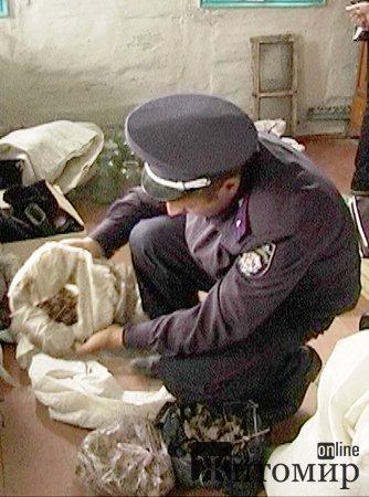 В Баранівському районі у жінки вилучили 2 мішки макової соломки.ФОТО