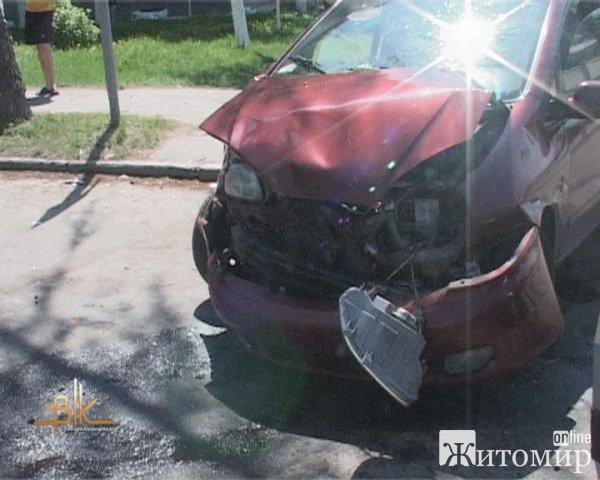 ДТП: в Бердичеві дві автівки не поділили дороги.ФОТО