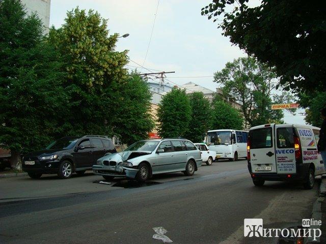 У Житомирі сталася аварія ФОТО
