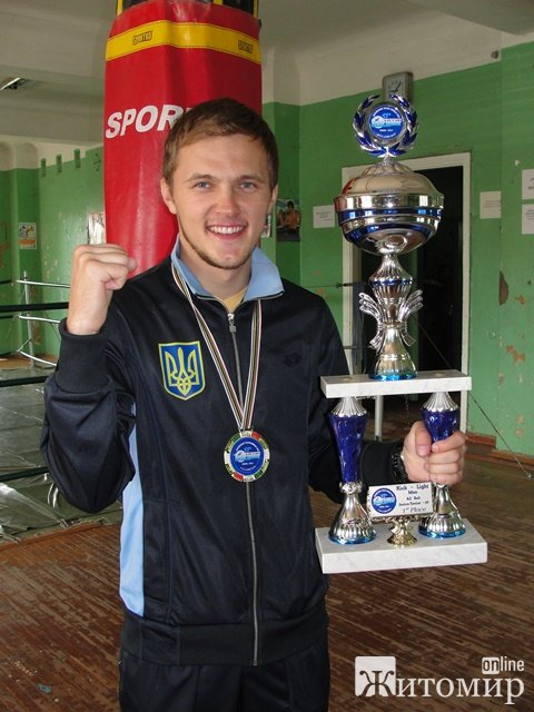 Кубок світу з кікбоксінгу за останні два роки вже вдруге прибув до Житомира.