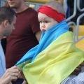 Зіркою відкритого тренування українських футболістів стала 6-місячна вболівальниця. ФОТО