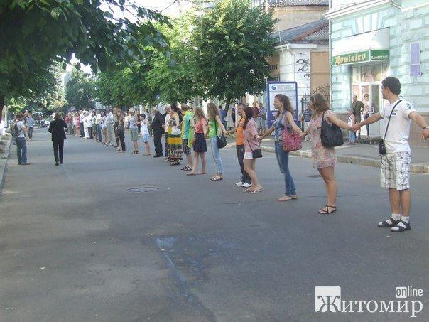 Житомиряни вимагають від Верховної Ради  зняти з розгляду мовний законопроект