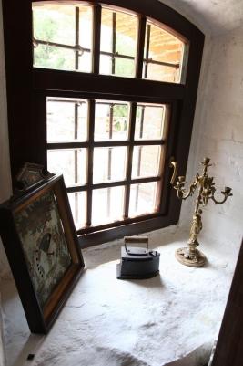 Природне джерело б'є у концертній залі замку Радомишль. ФОТО