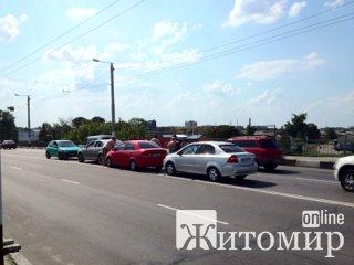 На Київському мосту трапилась аварія. ФОТО