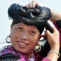 У китайському селі жінки стрижуть волосся один раз за все життя. Фото