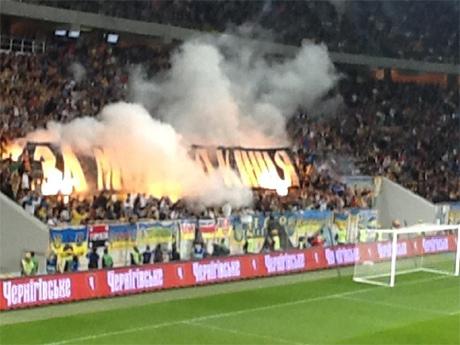 Футбольні вболівальники підтримали українську мову. ФОТО