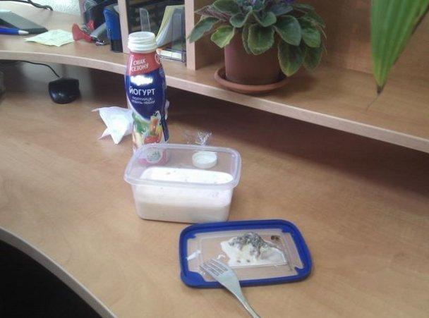 Киянка купила в магазині йогурт з мертвою мишею. ФОТО