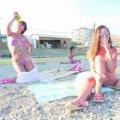 На нудистському пляжі не заведено голосно розмовляти