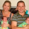 Жінка народила дві пари синів-близнят у один і той самий день