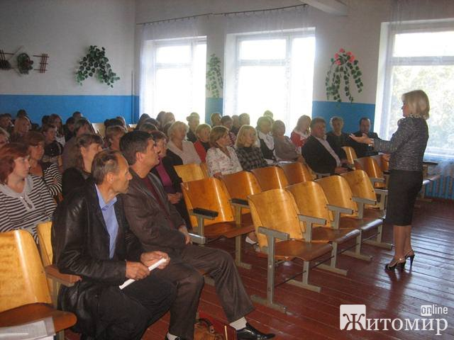 Оксана Білозір провела зустрічі з вчителями у с. Гранітне, с. Українка та с. Малинівка. Говорили  про проблеми в галузі освіти
