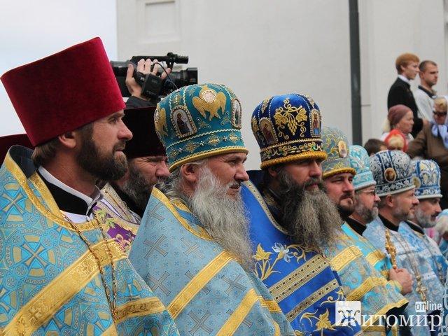 В Житомирі Хрестовоздвиженський храм освятили без митрополита Володимира